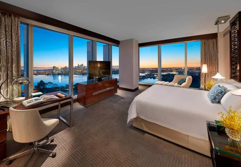 170406-Crown-Towers-Perth-Premier-Club-Suite-Quadrant-974x676-HR4